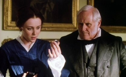 the-moonstone-keeley-hawes-peter-vaughan-receiving-diamond